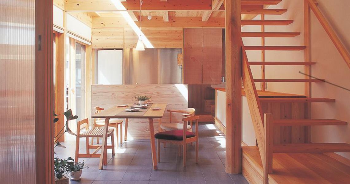 「木を贅沢に使う家=WOOD CASA」